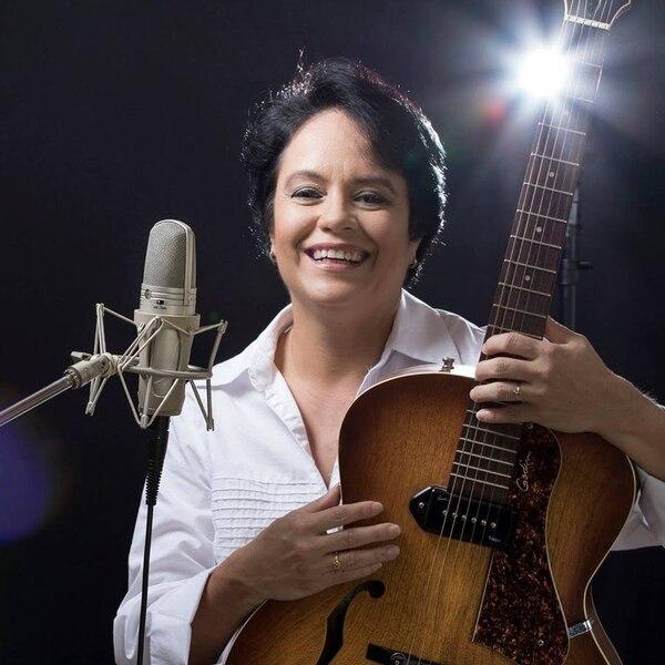 Andreina Arce es la cantante sancarleña que le escribió una canción al papa Francisco. Cortesía.