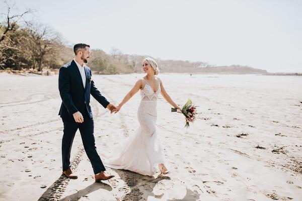 Steve y Mickie cumplieron su sueño de casarse en la playa. Foto Russell Heeter Photography