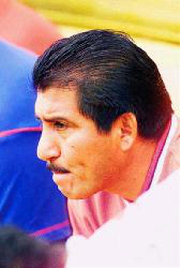 Guardia se retiró como futbolista hace 22 años. Ahora lo vemos en los estadios trabajando como comentarista de Deportes El Cazador, en radio Actual. Archivo