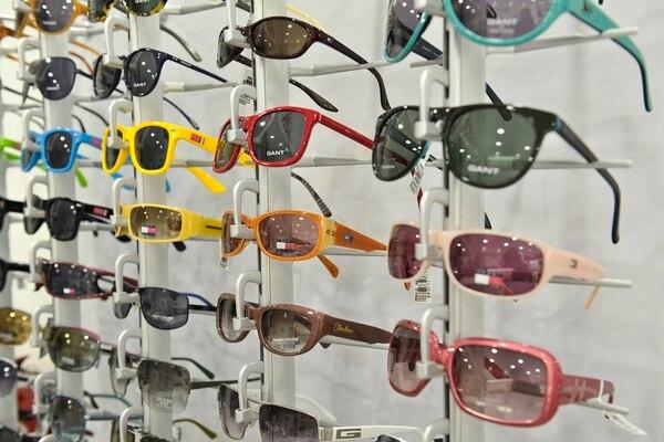 17-7-2015, Sabana, Opticas visión, la personas que vienen a esta sucursal buscan lentes que les permita hacer ejercicio con protección en los ojos, foto adrian soto