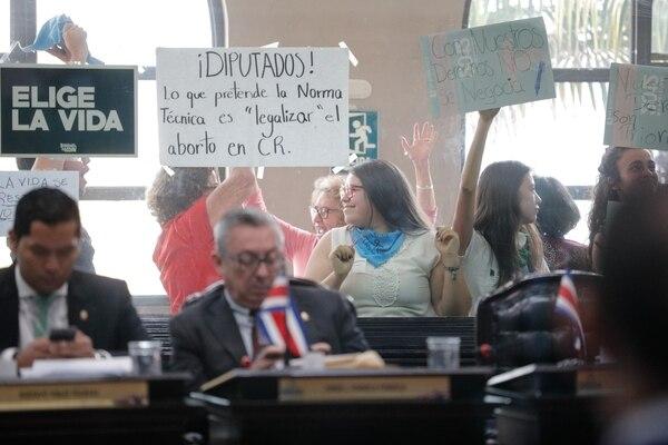 Una vez realizada la votación los presentes celebraron. Foto Jeffrey Zamora