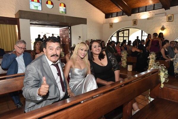 En la iglesia Emeterio compartió con Yoko Gómez y la Gaviota Norteña. Foto: Carlos González
