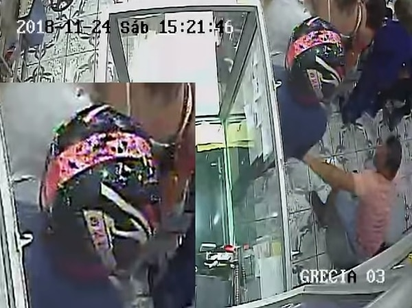 Otro de los bichos llevaba puestos un casco de moto. Foto: OIJ.
