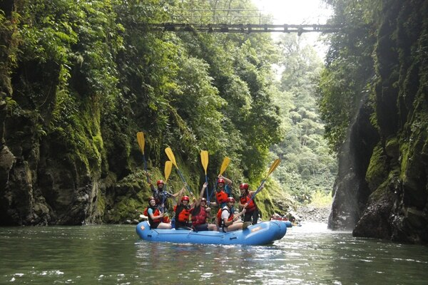 Para los más aventureros, podrán hacer rafting en el río Pacuare y conocer otra parte del cantón. Foto: Cortesía Zona de Prensa