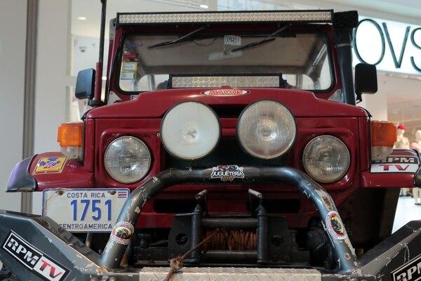 El carro está preparado para ayudar a sacar a carros que se queden pegados en el barro. Foto: Alonso Tenorio