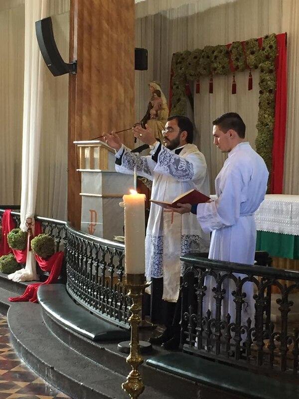 El padre celebró la ceremonia en la iglesia de San Joaquín de Flores, Heredia. Cortesía