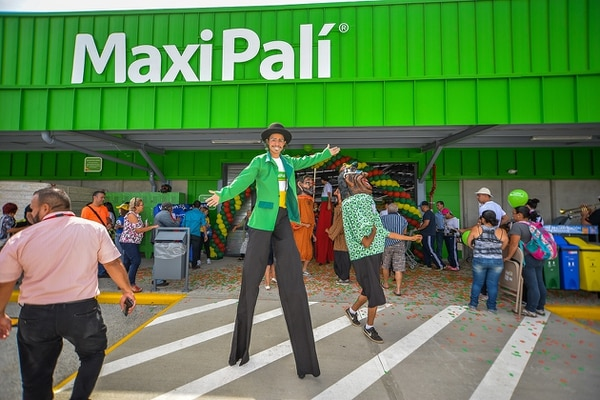Uno de los locales en los que trabajarán las nuevas empleadas será en los Maxipalí Santa Cruz, Tamarindo y Nicoya. Cortesía