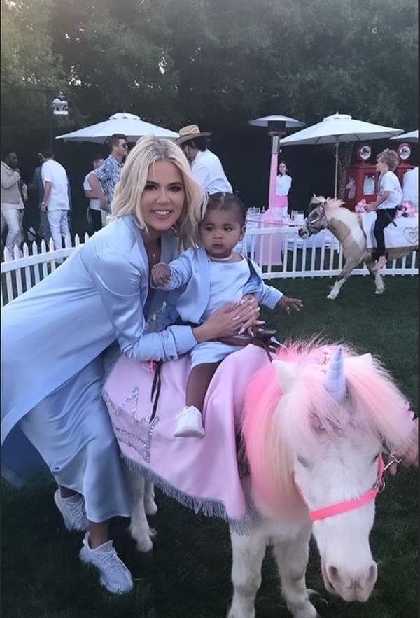 Hasta ponis disfrazados de unicornio habían en el fiestón. Instagram