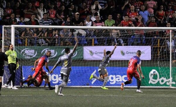 El Team necesita goles y la mejor efectividad de sus delanteros ante Limón FC. Foto: Rafael Murillo.