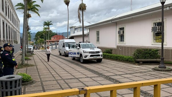 El ataque contra la oficina de la diputada también fue cometido por tres sujetos. Foto Alonso Tenorio.