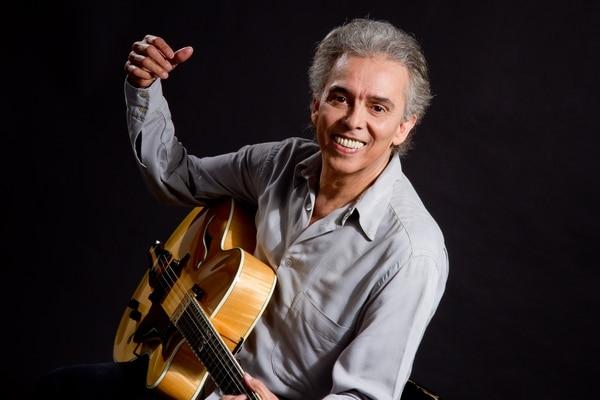 El cantante argentino está celebrando sus 50 años de carrera musical. Cortesía 94.7 F.M.