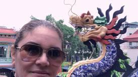 """Tica en Vietnam: """"¿Cómo en mi país muchos piensan en fiesta y en quitar restricciones?"""""""