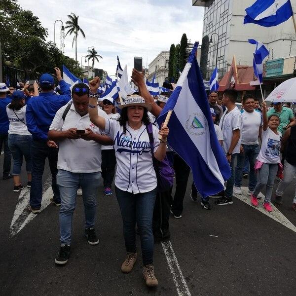 Doña Claudia agradece a Costa Rica el apoyo, porque el uso de una bandera de Nicaragua en Managua, es motivo de cárcel inmediatamente. Foto Eduardo Vega Arguijo.
