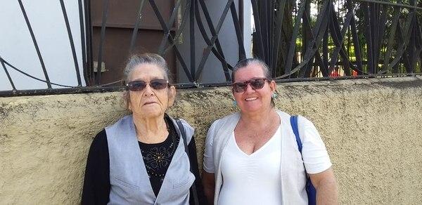 Las hermanas Magdalena y Dinorah Brenes llegaron en excursión desde Pital de San Carlos. Foto: Karen Fernández