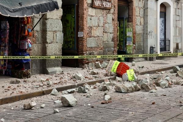 Los daños fueron graves en algunos edificios. AP