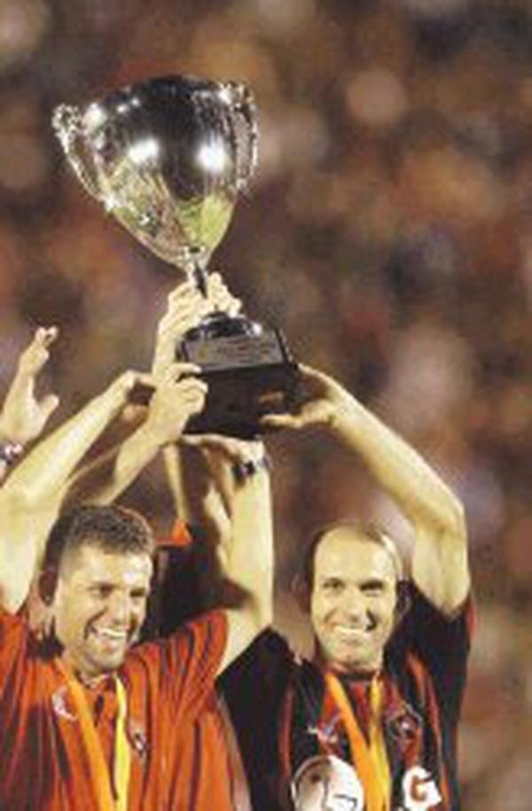 Javier Delgado era el técnico de la Liga en el 2004. Foto: Archivo GN