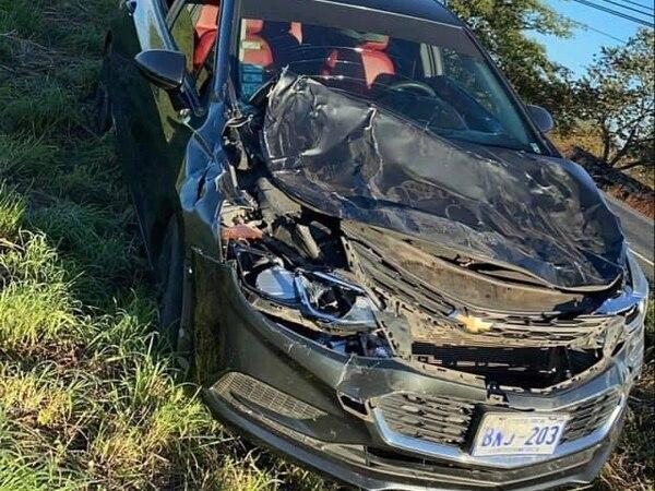 Los jugadores iban en este carro que quedó en pérdida total. Fotografía: Sonido de Peso, Keilor Díaz