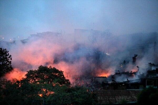 Las imágenes del incendio son impresionantes. John Durán