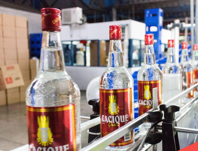 Desde la tercera semana de setiembre la Fábrica Nacional de Licores no produce guaro Cacique y para octubre del 2021 los bares y restaurantes no tenían para vender