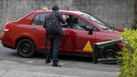 Aplicación le permite saber cuánto le cobrará un taxi rojo