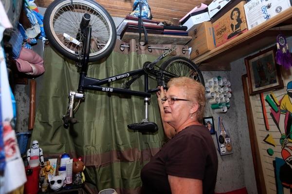 En la casa conservan todavía algunas de las bicis que fueron de Cristian. Foto: Rafael Pacheco