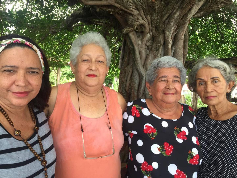 De izquierda a derecha, Dora María Arrieta Arrieta .(Cartagena), Eva Vasquez Navarrete (San José), Josefina Vásquez Contreras (Santa Cruz) y Lidiette Vásquez Contreras (Belén Carrillo), asistían a las misas del padre Javier Francisco Dengo Esquivel en el Santuario de la Divina Misericordia en Arenal, Guanacaste.