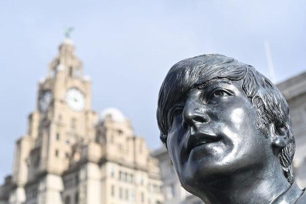 En el centro de Liverpool, Inglaterra, se recuerda a Lennon todo el tiempo. AFP