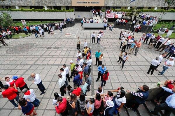 Los empleados judiciales comenzaron con la manifestación desde el miércoles 19 de julio, defienden el fondo de pensiones. Foto: José Cordero.