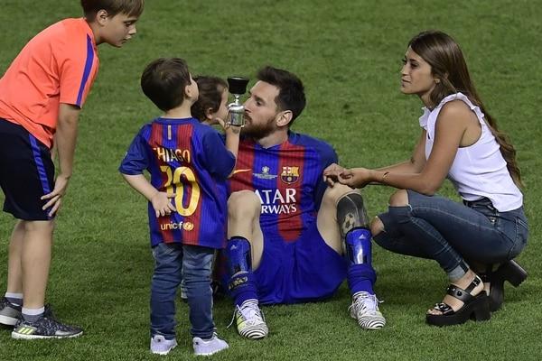 Lionel Messi y su hijo Thiago. Foto: Infobae