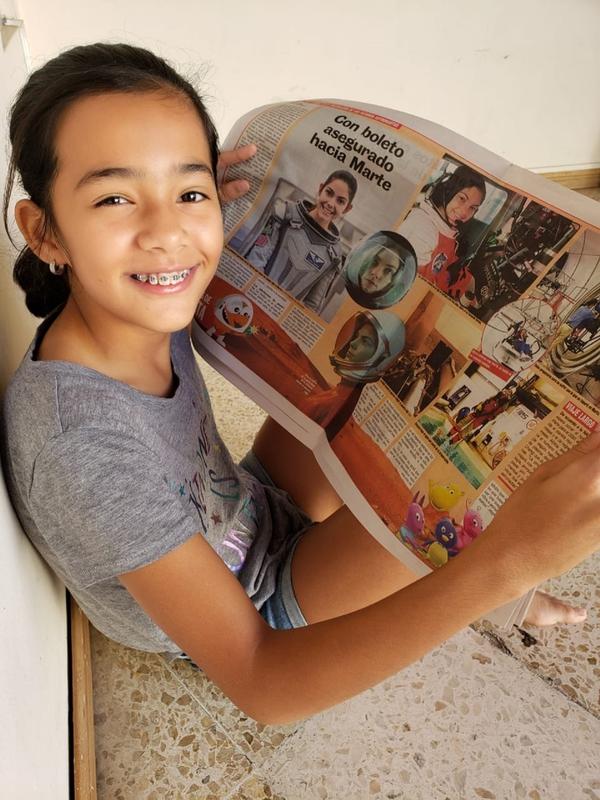 Nana leyó La Teja en que se hizo una nota sobre una adolescente gringa que comenzó su sueño de ser astronauta muy niña. Cortesía.