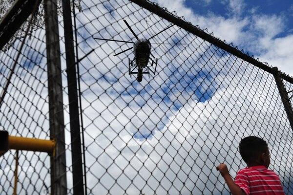 La antorcha llegó desde Esparza hasta Cartago en helicóptero. Foto: Marvin Caravaca.