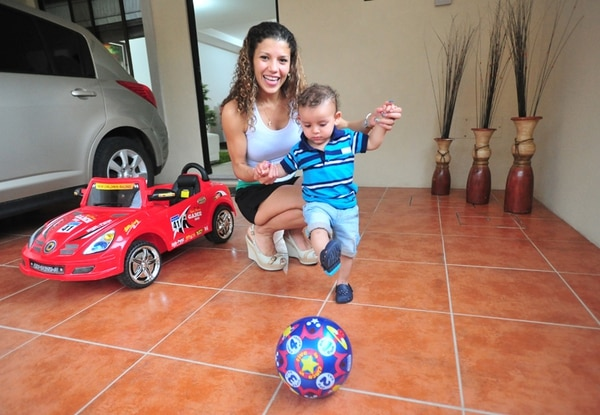 Desde pequeñito Arjen se enamoró del balón. Foto José Rivera