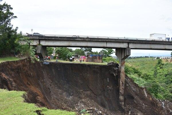 Así se ve la parte del deslizamiento que está cerca de las casitas. Foto: Cortesía de la Municipalidad de Tibás