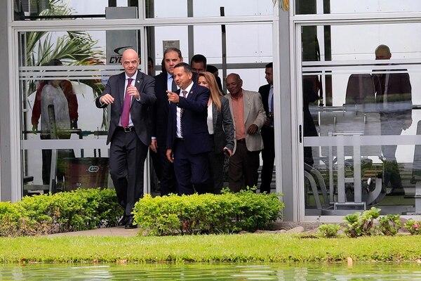 Gianni Infantino anduvo en el Complejo Fedefutbol - Plycem acompañado por el presidente de Concacaf, Víctor Montagliani, y el presidente de la Fedefútbol, Rodolfo Villalobos. Foto: Rafael Pacheco