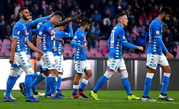 Los integrantes del Napoli celebraron juntos tras el pitazo final, la goleada como locales ante el Frosinone. AFP