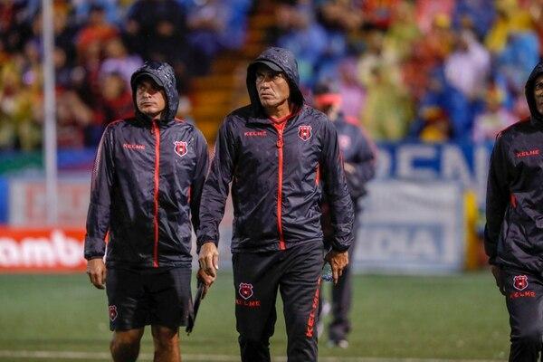 Luis Diego Arnáez podría regresar a una final nacional y confía en que el lateral izquierdo le eche la mano. Foto José Cordero