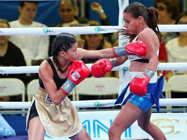 Antes de la pelea de Yokasta Valle, Jennifer Rodríguez derrotó a la nicaragüense Yobanella Sosa por nacional. La tica sigue mostrando un gran crecimiento en su carrera boxística. Fotografía John Durán