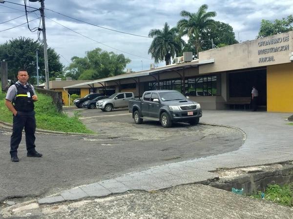 Los agentes allanaron la oficina del sospechoso. Foto: Raúl Cascante.