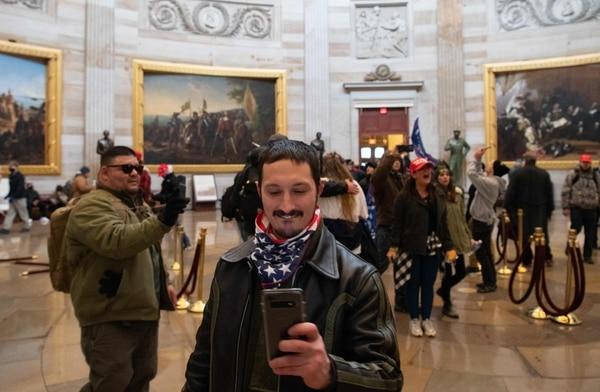Los manifestantes aprovecharon para hacerse selfis. Saúl Loeb / AFP