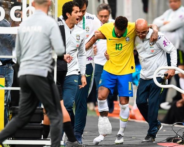 Mucha fiesta y en la cancha nada le sale, en el amistoso contra Catar así salió. (Photo by EVARISTO SA / AFP)