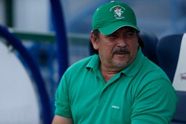 Cuando Horacio Esquivel entrenador a Limón tampoco se mordía la lengua. Fotografía José Cordero