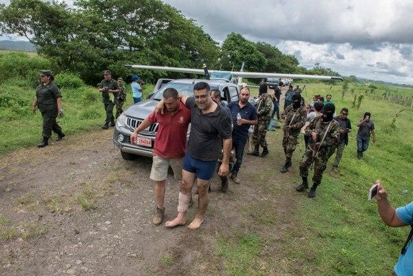El 18 de octubre del 2019 el ejercito de Nicaragua detuvo a los ticos Juan Miguel Castro Zúñiga y Lyndon Aguiluz Retana sospechosos de narcotráfico. La detención fue en El Colón, entre la finca El Toro y el río Niño, en la frontera norte. Foto: Cortesía Diario Hoy