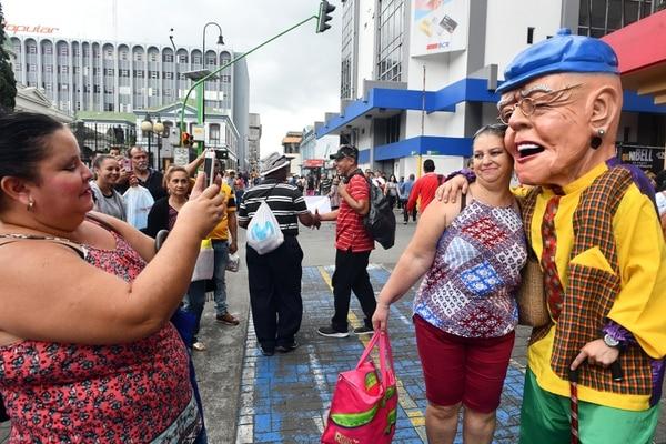 La gente aprovechó para tomar selfies. Foto de Jorge Castillo