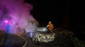 Aparece cadáver de hombre en carro incendiado