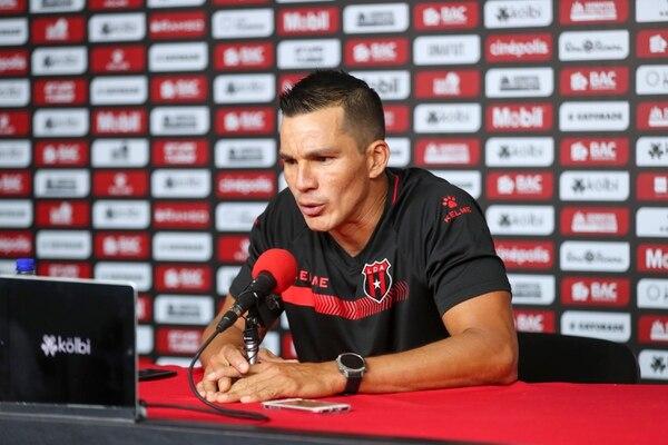 Wardy Alfaro explicó de manera amplia lo que sucede en la Liga. Fotografía José Cordero