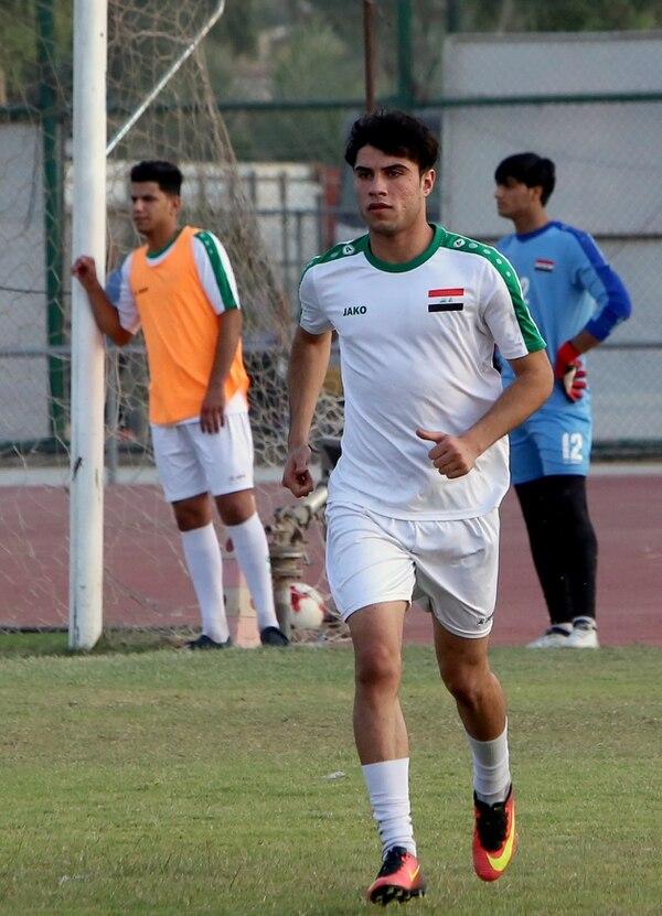 El delantero Mohammed Dawood, durante un entrenamiento de la selección de Irak en Baghdad. AFP