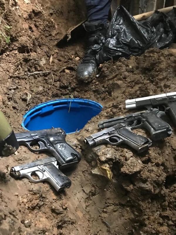 Las autoridades investigan si estas armas están relacionadas a homicidios ataques recientes. Foto: Cortesía del MSP.