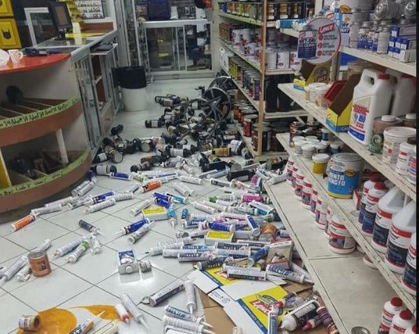 El sismo del viernes provocó la caída de objetos en Golfito. Foto: Cortesía Gustavo Araya
