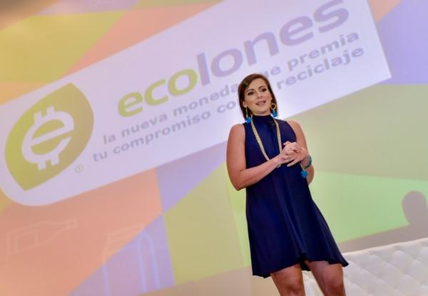 Karla Chaves, directora del programa Ecolones, le sacó pasaporte a la iniciativa tica y se la llevará para Panamá a la Jornada Mundial de la Juventud. Cortesía.