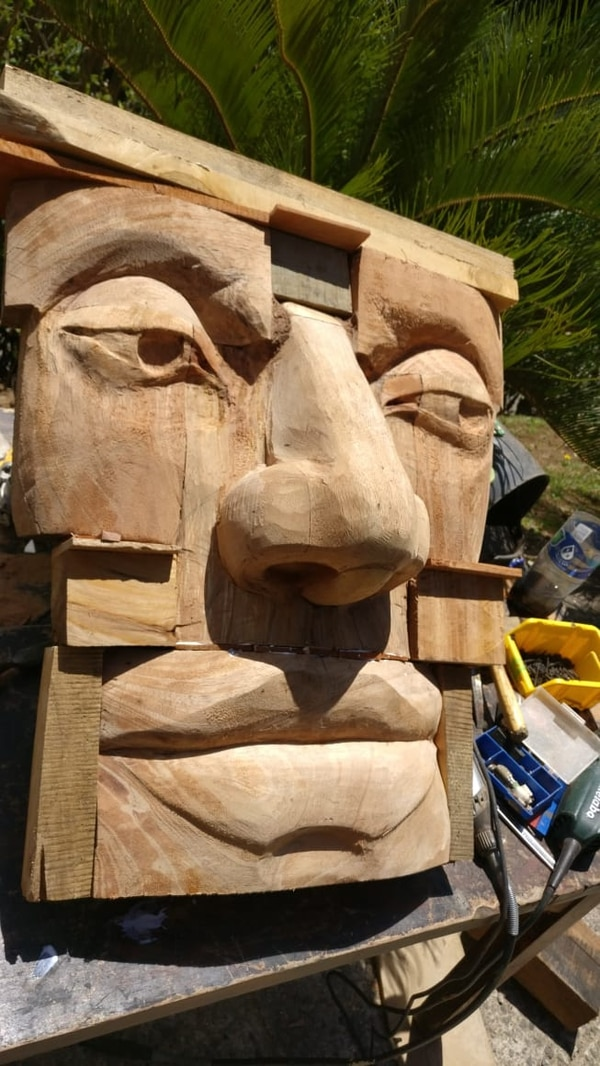 Este es el rostro del gigante que vigilará la entrada del hotel Selina en Monteverde. Foto: Cortesía Gabriel Muñoz